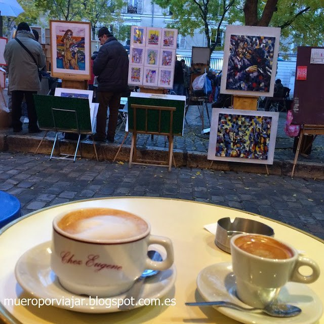 Café en el parque de los pintores en el Sacre Coeur
