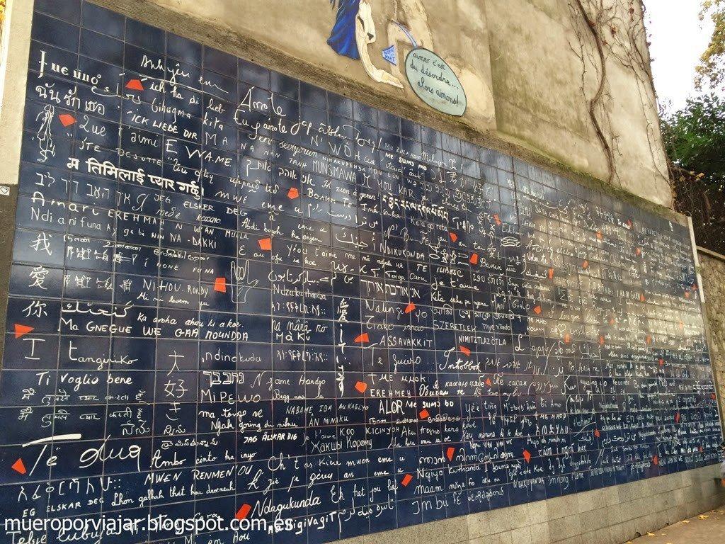 Mural del amor en el Barrio de Montmartre