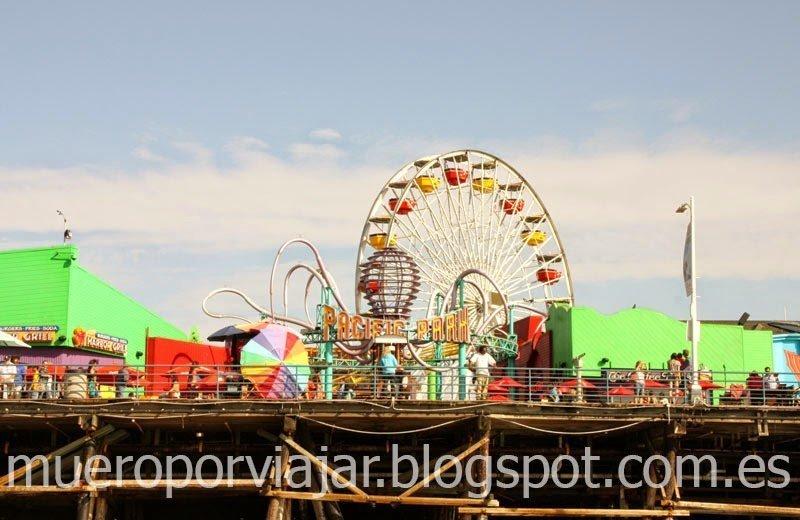 Atracciones de feria en el muelle de Santa Monica, Los Angeles