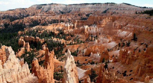 El espectacular anfiteatro natural formado por los hoodoos en Bryce Canyon