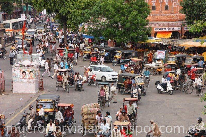 Trafico en el centro de Jaipur, India
