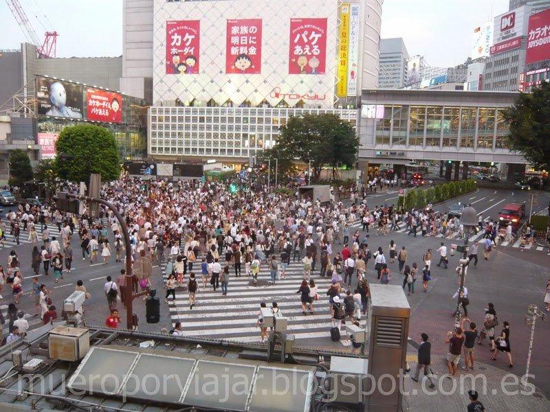 Vista aerea del cruce de Shibuya en el momento de máxima afluencia