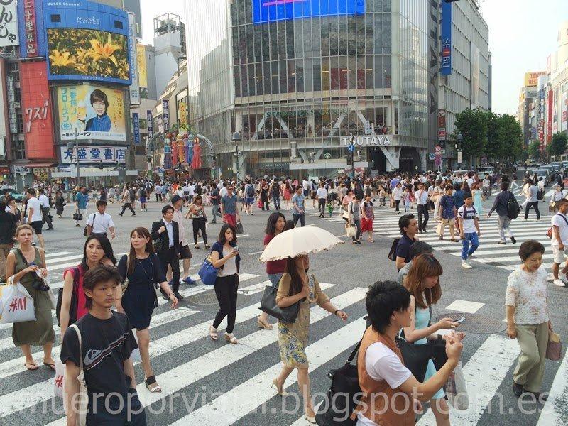 Famoso cruce de Shibuya por el que pasan miles de personas cada hora