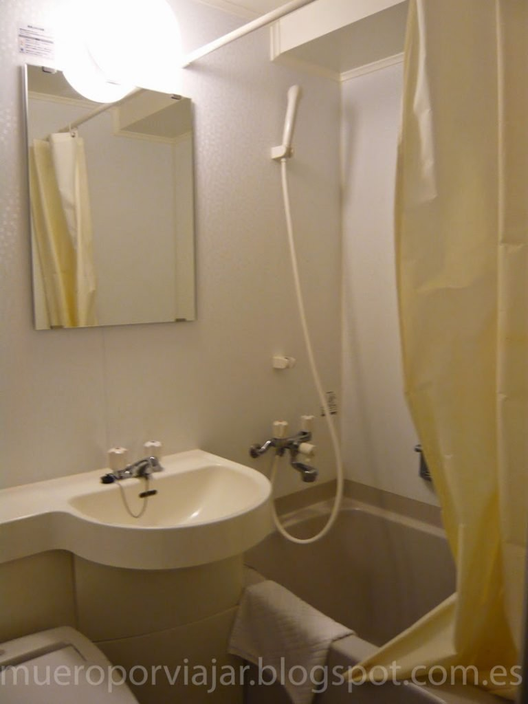 El 5% restante de la habitación, el baño - Hotel Touganeya