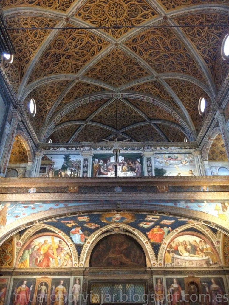 Interior muy bien cuidado y con mucho color del Monasterio Maggiore