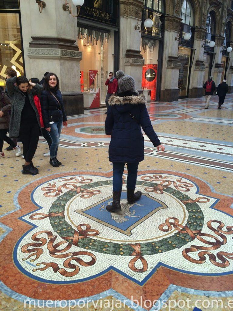 Haciendo la turista en la Galleria del Vittorio Emanuele II