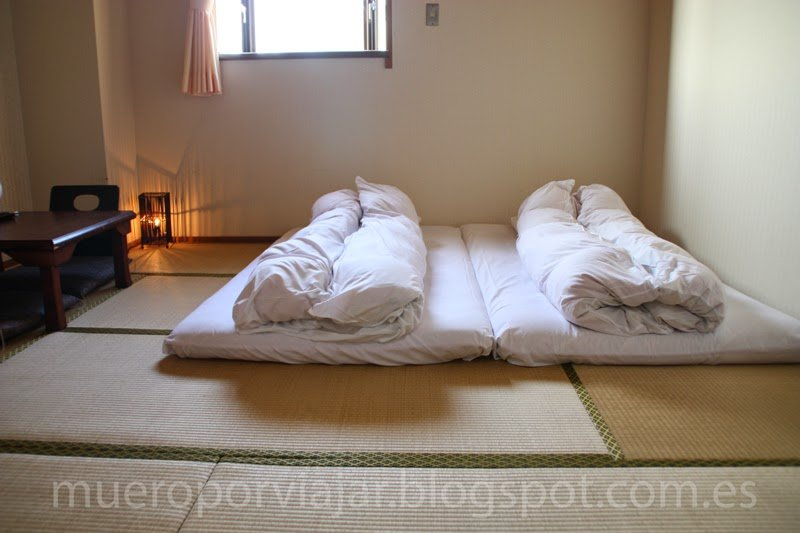 Interior habitación de estilo japonés de hotel Miyajima