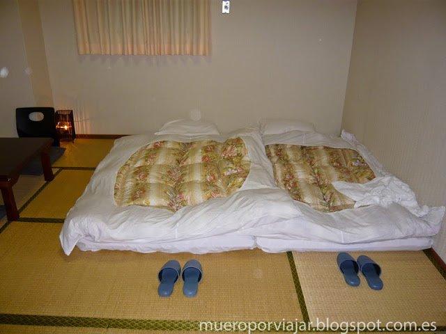 En este hotel dormimos en los famosos futones japoneses