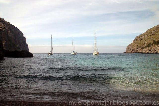 Vista desde la arena de la Cala de Torrent de Pareis en Mallorca