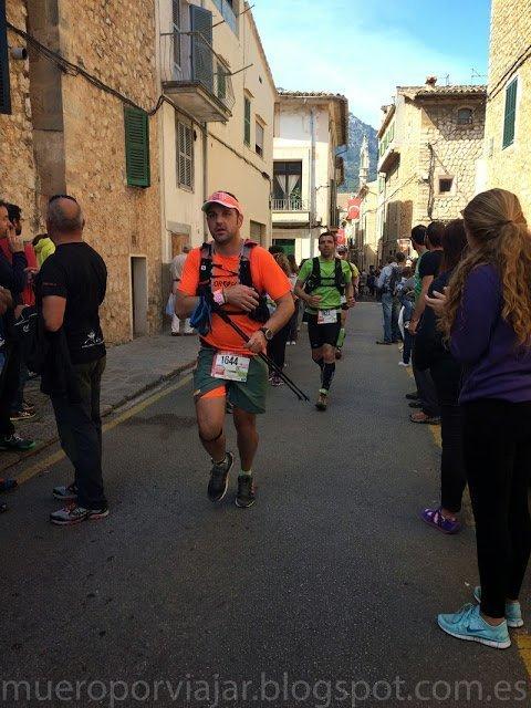 Runners de la Ultra Mallorca 2015 llegando a Sóller