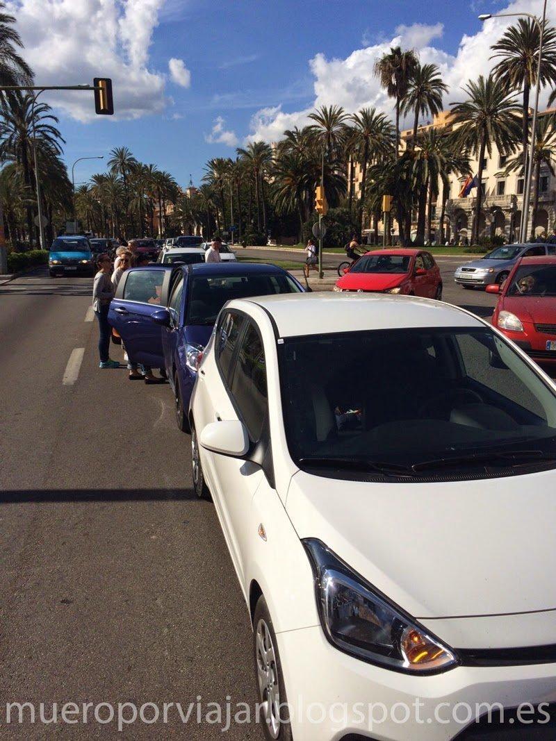 Accidente frente la catedral de Mallorca, sin daños que lamentar.