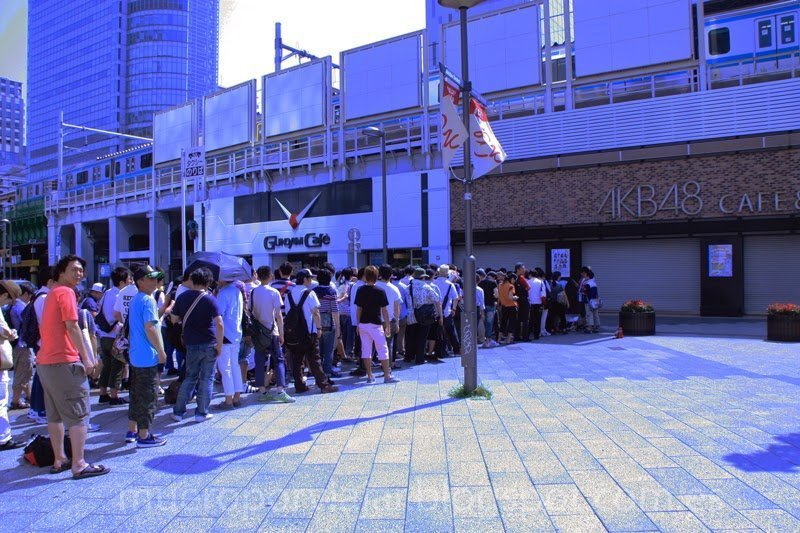 Cola para entrar al AKB48 cafe, una de las muchas locuras de Tokyo