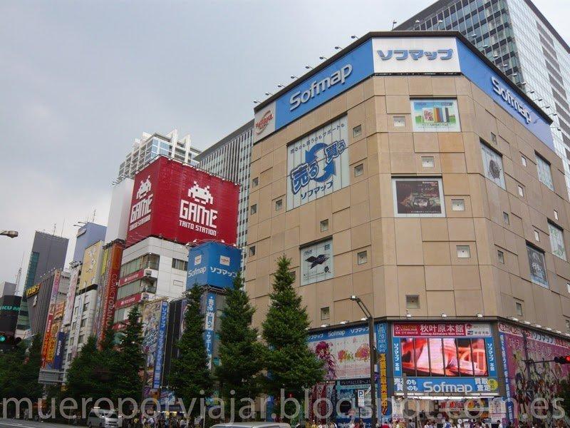 Una de las tiendas Sofmap en el barrio de Akihabara, al lado del Taito Station