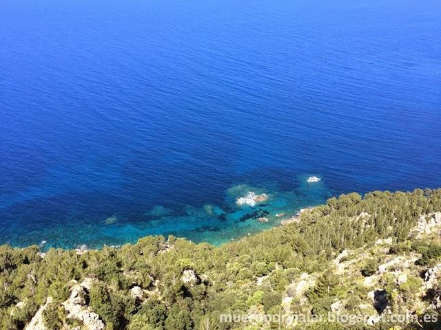Vistas del mar desde un mirador del Monasterio de Miramar