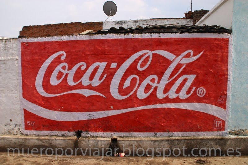 Anuncio de Coca Cola en pared