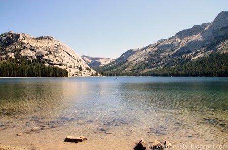 El lago Tenaya Lake de Yosemite luce espectacular