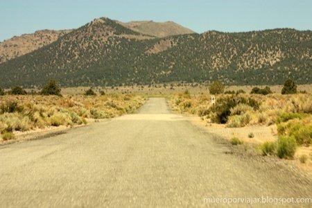 Carretera hacia el pueblo de Bodie