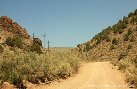 La carretera hacia Bodie iba adquiriendo un aspecto mas del 'lejano oeste'