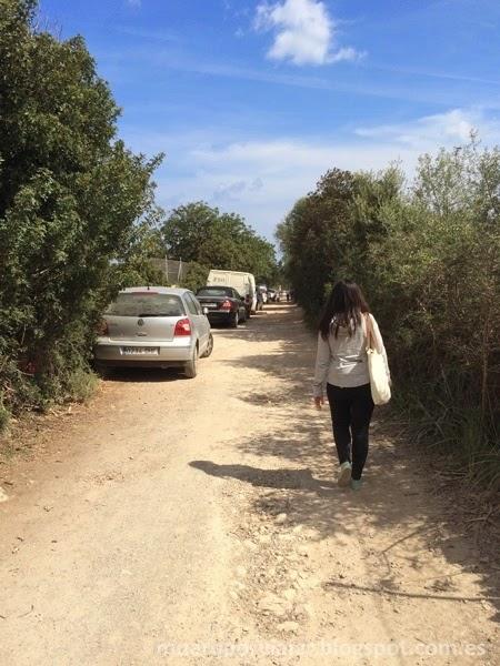 En el camino veremos que hay mucho coches aparcados, eso es un buen indicador