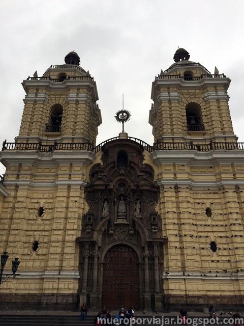 Fachada del Monasterio de San Francisco en Lima