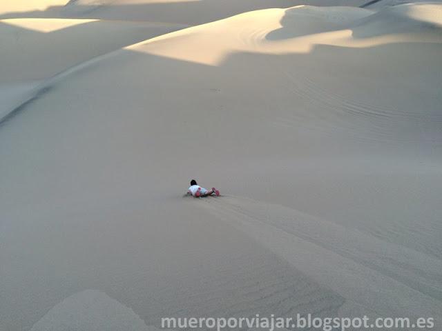 El sandboarding era muy divertido, se bajan las dunas y se coge una velocidad muy alta