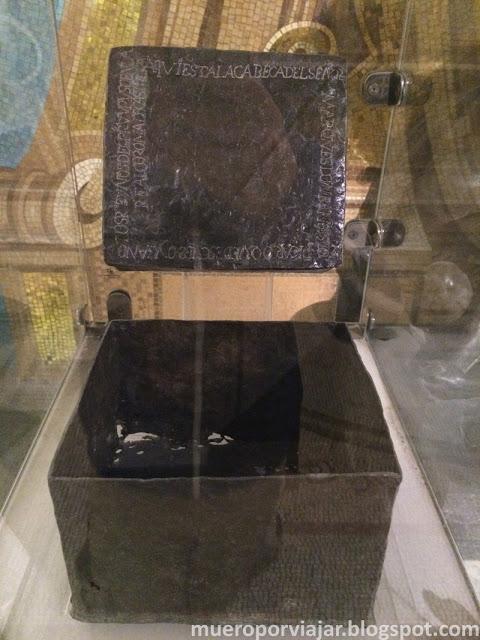 Caja que contenía los restos de Francisco Pizarro en la Catedral de Lima