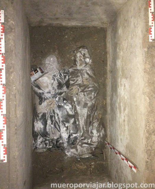 Restos de una tumba en la cripta de la catedral de Lima