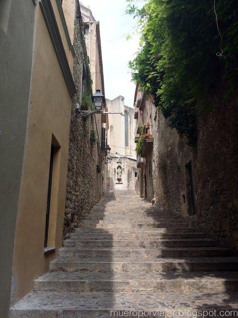 El casco antiguo de Girona es muy bonito y tiene muchas escaleras
