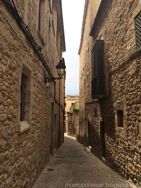Camino a la muralla de Girona