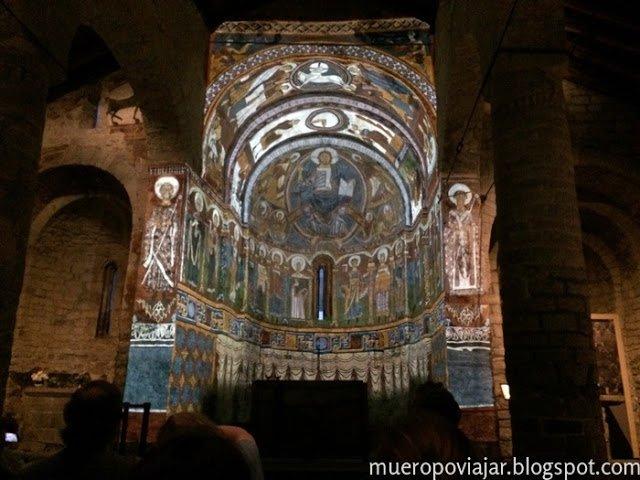 Video mapping del pantocrátor de la iglesia, muy impresionante