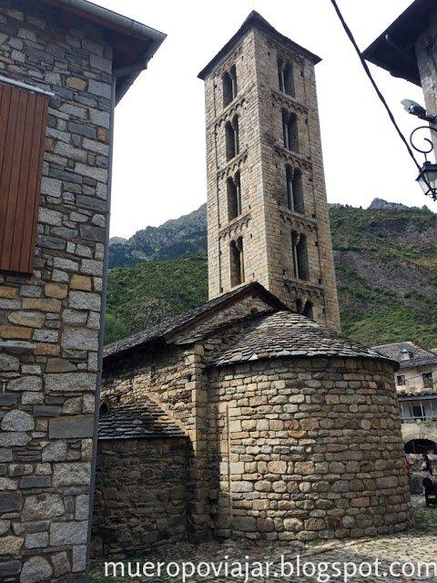 campanario de la Iglesia románica de Santa Eulàlia d'Erill la Vall