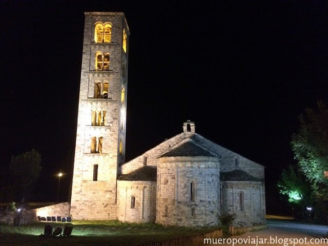 Vista nocturna de la iglesia de Taüll
