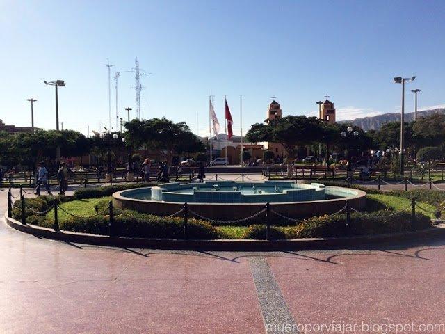 La bonita Plaza de Armas de Nasca, muy soleada