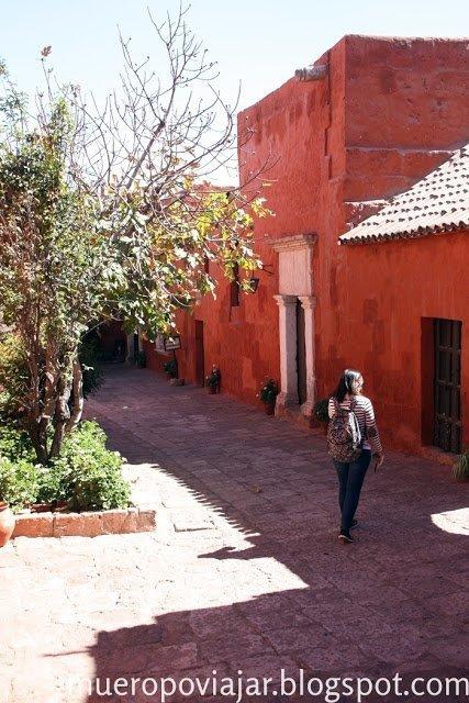A veces te olvidas de que estas en un convento ya que parece un pueblo pintoresco de Perú