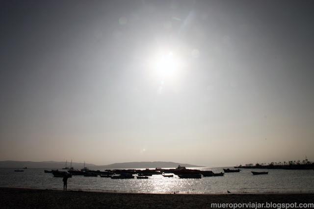 Atardecer en la playa de Paracas,