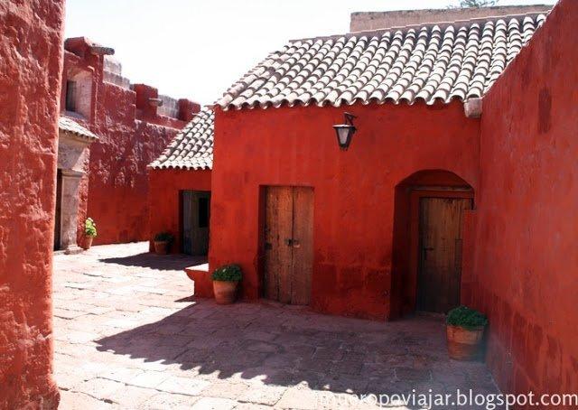 El monasterio de Santa Catalina es como una mini ciudad dentro de Arequipa, con calles muy pintorescas