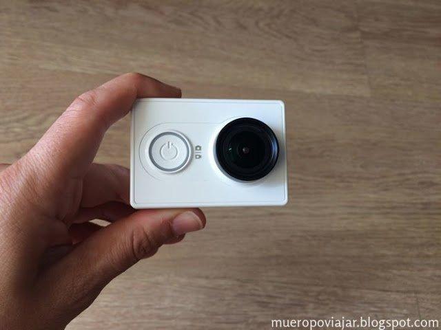 La parte frontal dispone de un led (alrededor del botón de encendido) que indica cuando esta grabando
