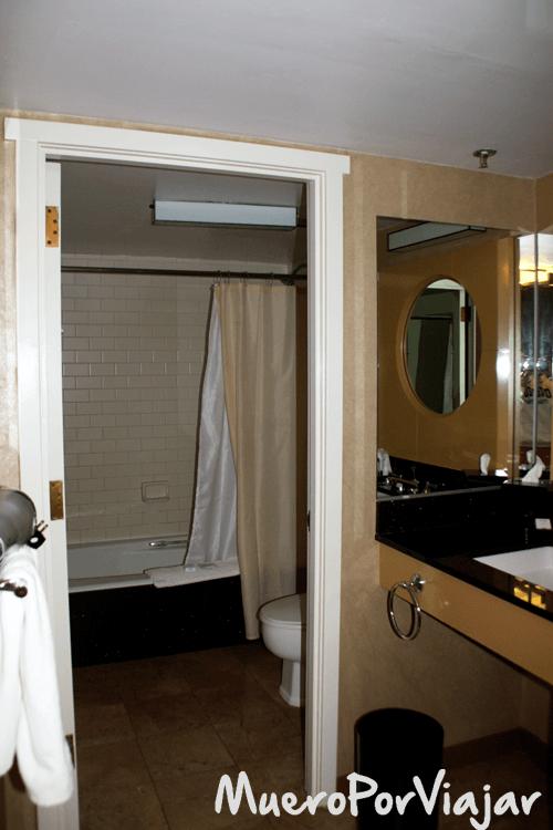 Baño de la habitaciñon del Hotel Kabuki en San Francisco