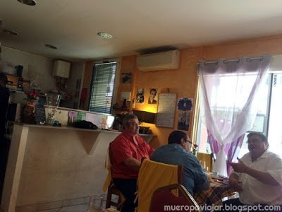 Interior de la Pizzeria, muy pequeña y muy familiar