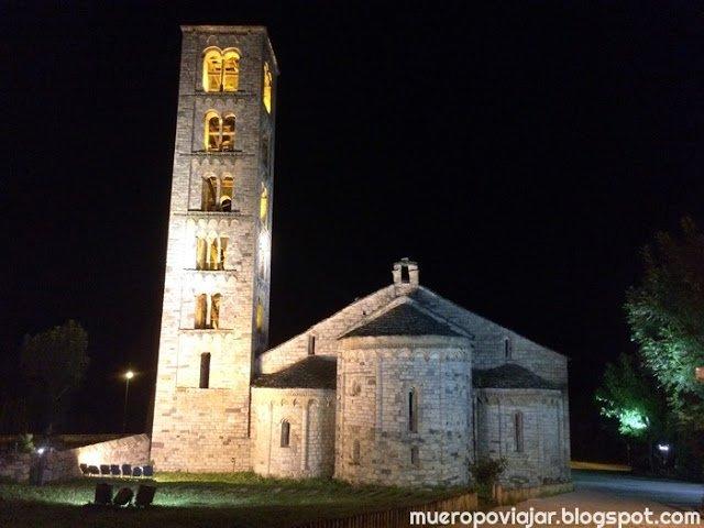iglesia de San Climent de taüll de noche, muy bonita