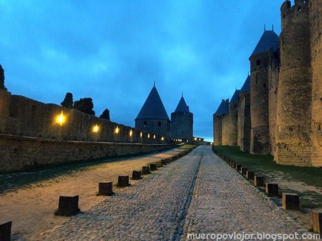 Se puede pasear por toda la periferia de Carcassonne