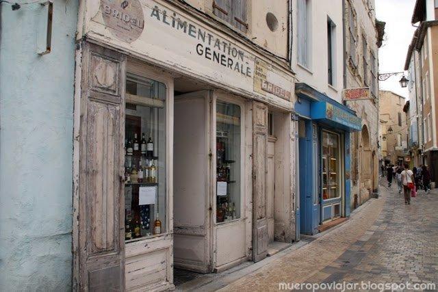 Las calles de Narbonne están repletas de tiendas antiguas