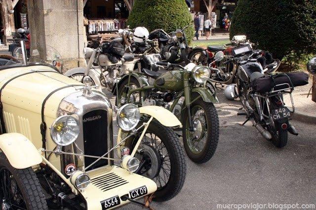 En la concentración de coches y motos antiguas había autenticas joyas de la Ii Guerra Mundial