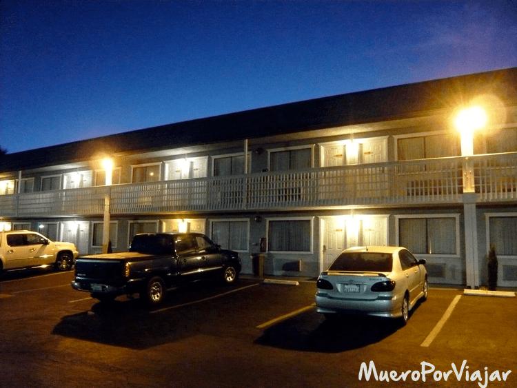 Típica estampa de un hotel de ruta de la Costa Oeste