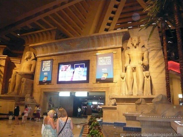 Y el interior del Hotel Luxor aún es más impresionante, parece un museo