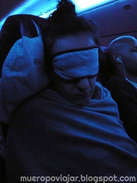 El antifaz será tu mejor amigo si quieres dormir en el avión
