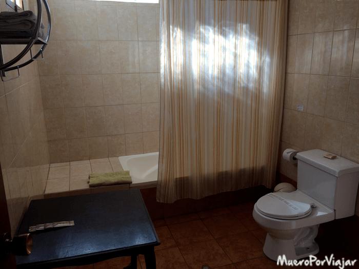 Baño de la habitación del hotel