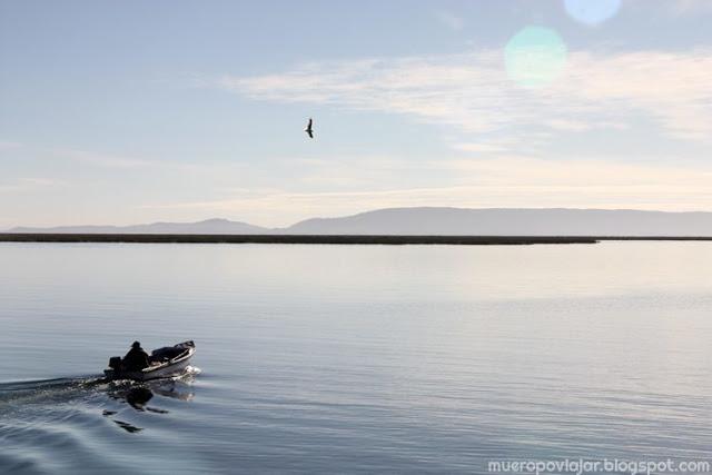 Pescador en el Lago Titicaca, un paisaje bellisimo