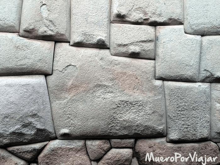 Famosa piedra de las 12 caras de Cuzco