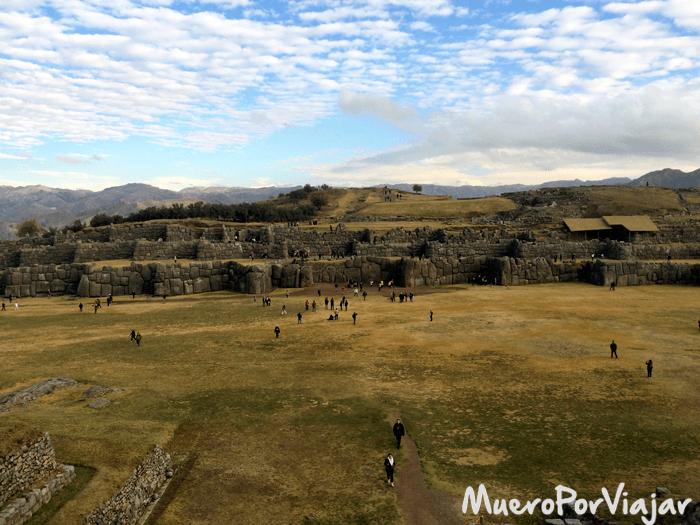 La Fortaleza de Sacsayhuaman es una extensión muy grande de terreno